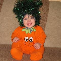 Артем Манин, 11 месяцев. Наш первый новый год, вот такая морковка выросла у нас. © MSM34