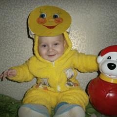 Пономарев Коля, 6 месяцев. Наш колобок очень любит играть с этим мишкой. © Пономарева Светлана