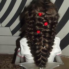 Ульяна Зверева, 5 лет, МДОУ №32  У Ули большая, тугая коса,  дивятся все люди: - Вот это краса!  А Уля походкою гордой идёт,  косу, как царевна корону несёт. © Мама