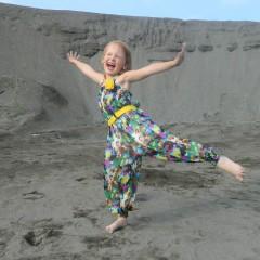 7 лет, МАДОУ №9.  Мир вокруг чудесный,  Мне все в нем интересно.  Люблю я петь и танцевать,  Веселиться и мечтать. © Алина Пивоварова