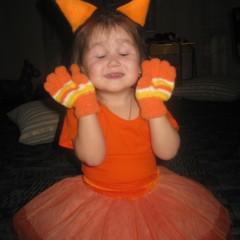 Это моя доченька Евангелия и ее первый карнавальный костюм лисички. Евангелине 2,5 годика. костюм сделан своими руками для елки в детский  садик. © Ольга