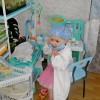 Алина Пивоварова 11 лет. На фото 2008 год.   В белом халате  Я у кровати.  Мне не до сна:  Кукла больна.  Кашель у Лины,   В горлышке хрип.  Может, ангина?  Может быть, грипп?  Чаем с малиной  Куклу пою.  Вылечу Лину,  Куклу мою. © Ирина Елькина