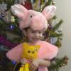Спицына Маша, 3 года.  Мама сшила мне костюм  И игрушку свинку!  Буду в Новый год плясать,  Дед Морозу помогать! © Спицына Лана